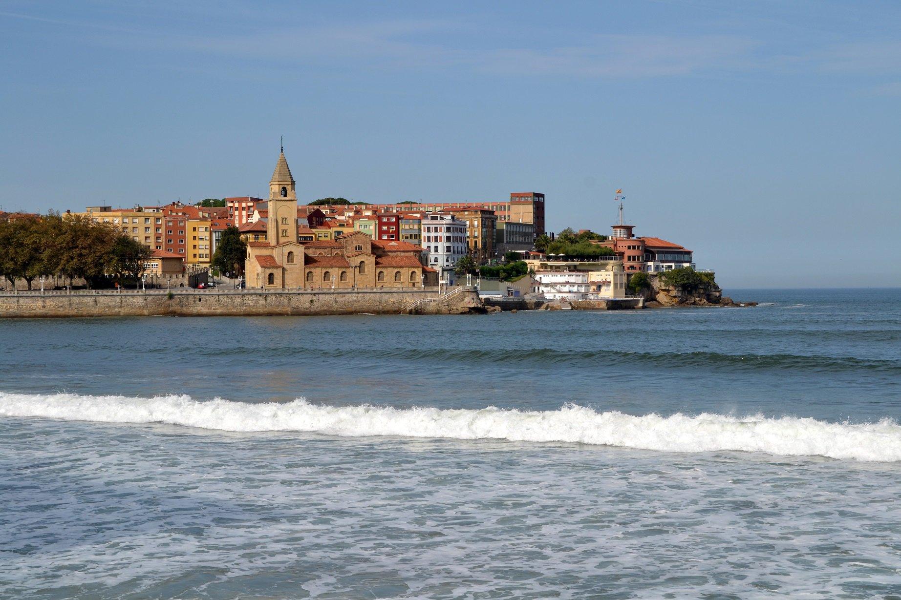 Los precios hoteleros suben un 4 % en España en un año